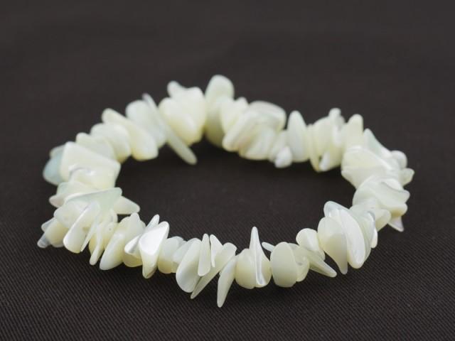 Elastický sekaný náramok perleť