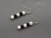 Náušnice biele riečne perly a čierny krištáľ