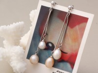 Visiace náušnice biela a ružová riečna perla oválneho tvaru 8-9mm