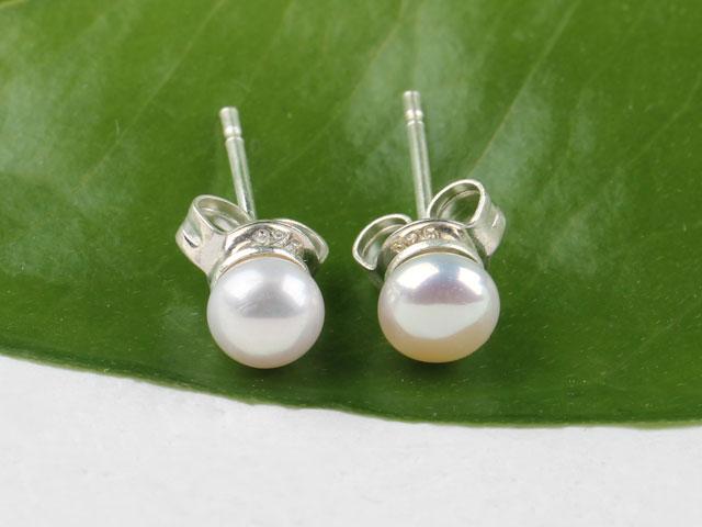 Prepichovacie náušnice biela riečna perla 3,5-4mm