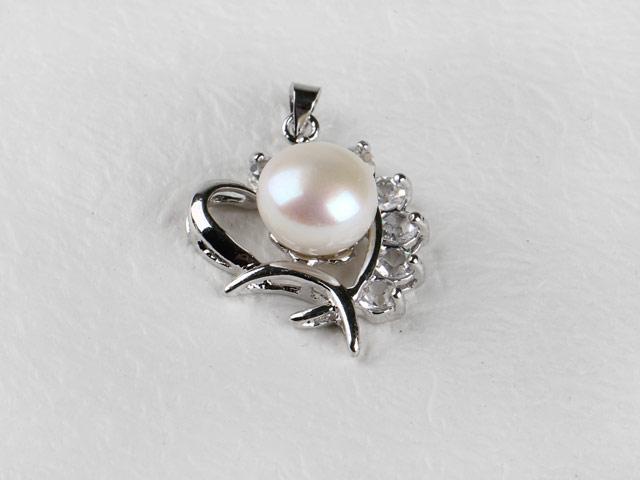 Prívesok v tvare srdca biela riečna perla a krištáľ (bez retiazky)