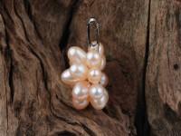 Prívesok ružové riečne perly v tvare kvetu