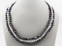Trojradový náhrdelník čierne a biele riečne perly