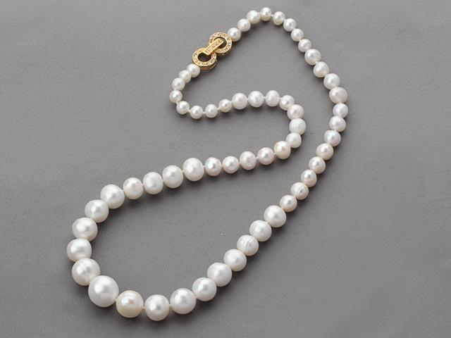 Náhrdelník biele riečne perly s pozlátenou sponou