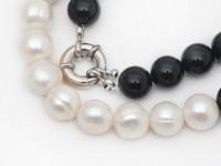 Náhrdelník 10-11mm biele riečne perly a čierny achát