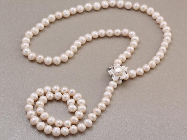 Náhrdelník biele riečne perly 8-9mm a kvetinová magnetická spona