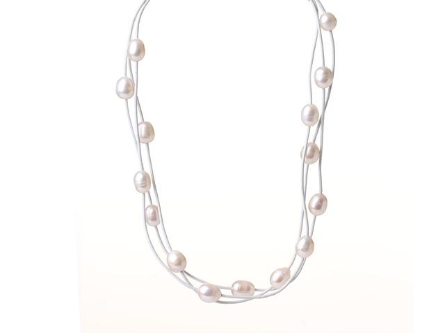Náhrdelník biele riečne perly na bielej koženej šnúrke