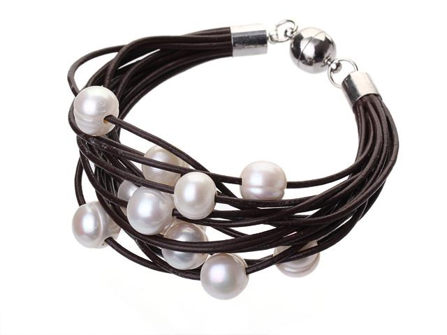 Náramok biele riečne perly na hnedej koži