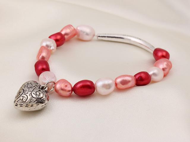 Náramok biele, ružové a červené riečne perly s príveskom srdiečko