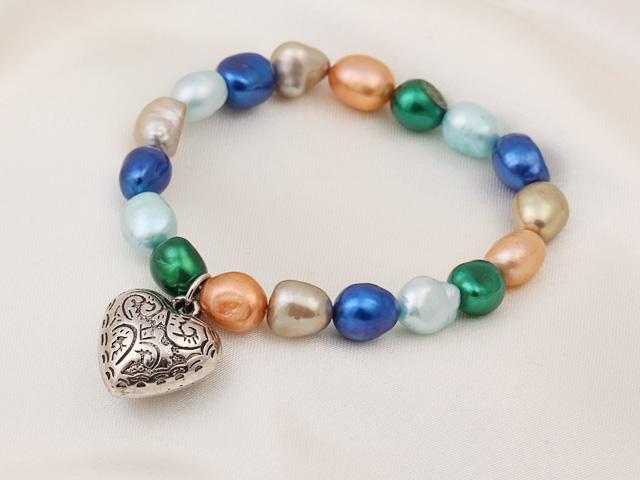 Náramok modré, zelené a oranžové riečne perly s príveskom srdiečko