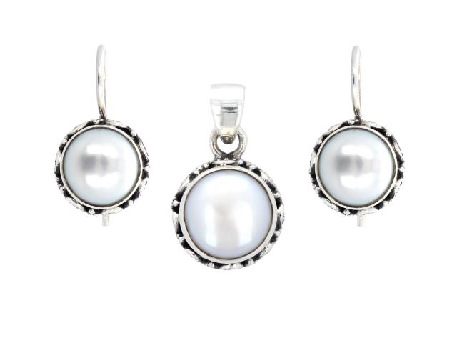 Strieborná súprava (Ag925) prívesok a náušnice s bielou riečnou perlou