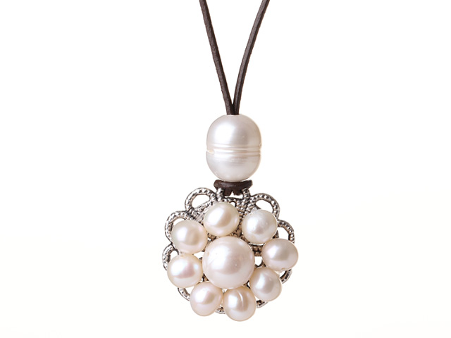 Náhrdelník biele riečne perly na koženej šnúrke
